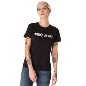 Tommy-Jeans-Camiseta-Feminina-Manga-Curta-Modelagem-Regular-Com-Estampa-No-Peito-Com-Detalhes-Bordados-E-Logo-Pequeno-Bordado-Na-Manga