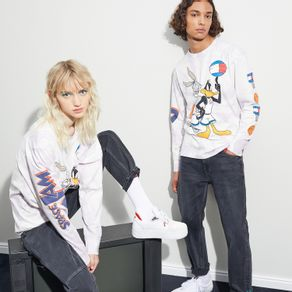 Tommy-Jeans-Camiseta-Manga-Longa-Space-Jam-Crew-Colecao-A-Blast-From-The-Past-